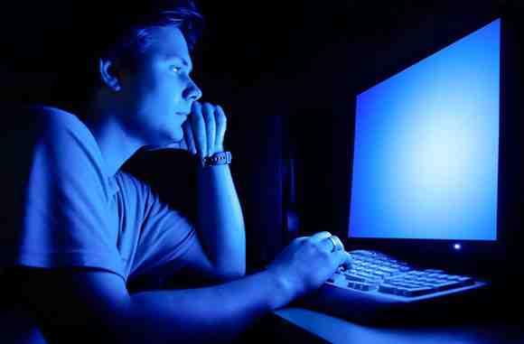 Ánh sáng xanh và tác hại của nó với sức khỏe con người