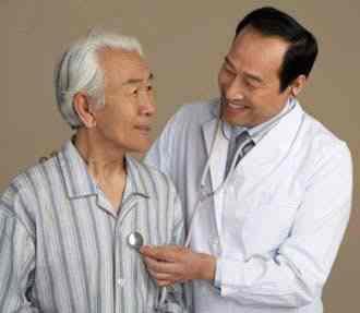 Tự chăm sóc và khuyến cáo người cao tuổi trong mùa đông giá lạnh